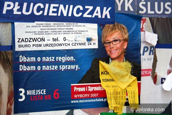 Jelenia Góra: Powyborcze resztki szpecą miasto