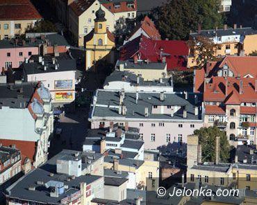 Jelenia Góra: Czy tylko politycy są winni marazmowi? – felieton