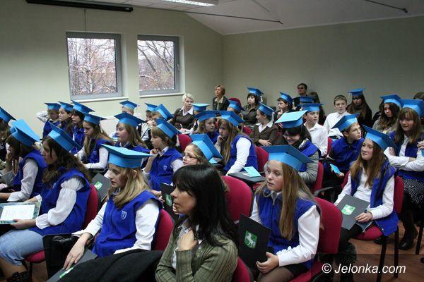 JELENIA GÓRA: Nastoletni studenci w Kolegium Karkonoskim