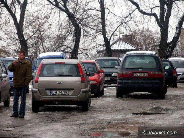 JELENIA GÓRA: Parkingowy tłok w śródmieściu
