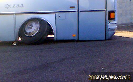 JELENIA GÓRA: Pechowy kurs autobusu – urwane koło