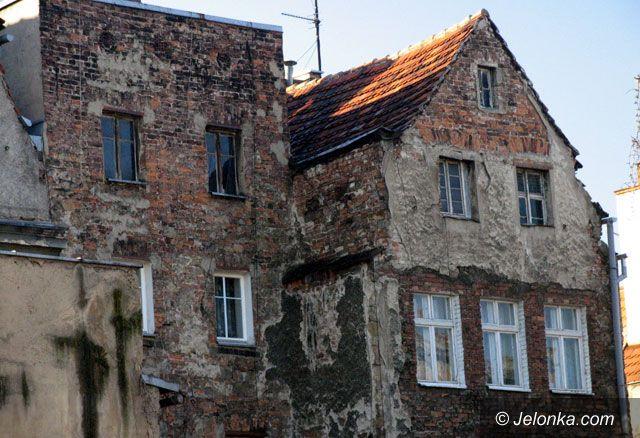 Dolny Śląsk: Bezprawnie pomagają w remoncie kamienic