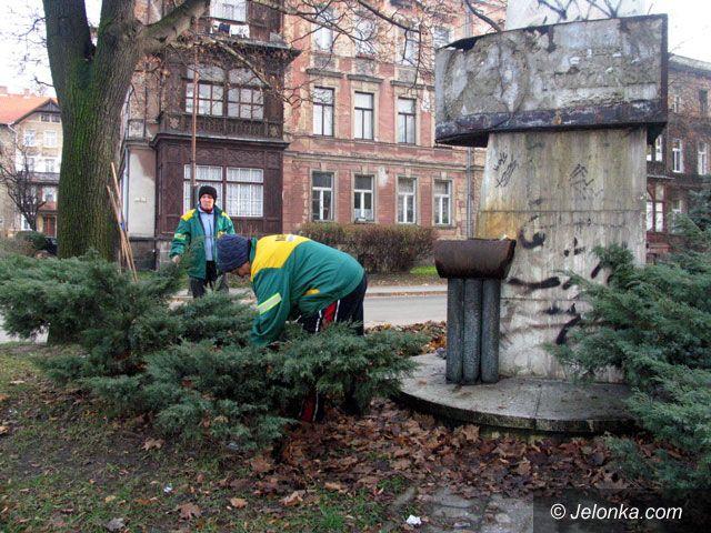 JELENIA GÓRA: Demokraci nie dbają o pomnik