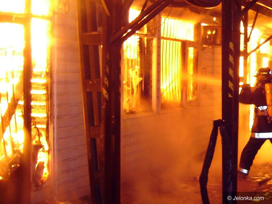 JELENIA GÓRA: Ewakuacja po pożarze stolarni