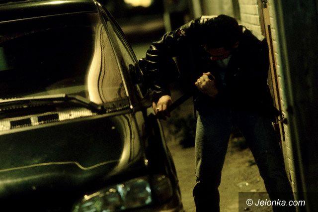 JELENIA GÓRA: Złodzieje samochodu złapani po pościgu