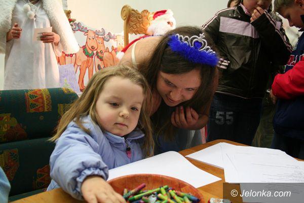 JELENIA GÓRA: Marketowe mikołajki z elfem w tle