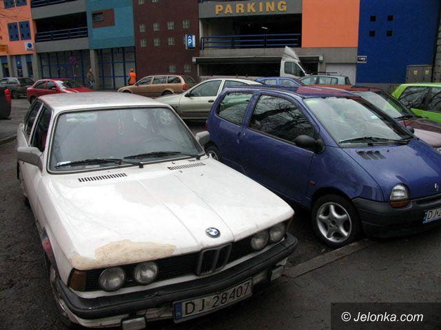 JELENIA GÓRA: Trzy złote za parking pod dachem