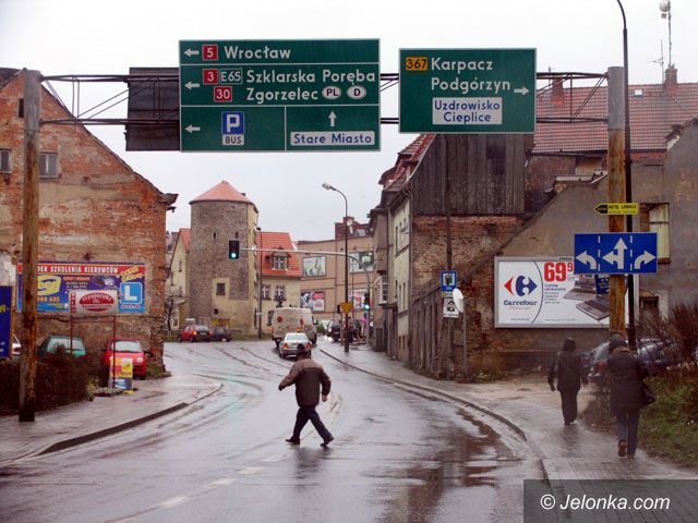 JELENIA GÓRA: Miasto błaga o remonty