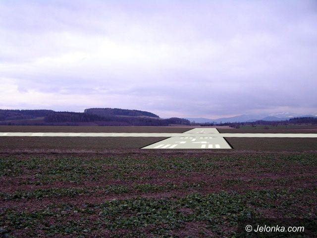 Region Jeleniogórski: Lądowanie samolotów pasażerskich w polu