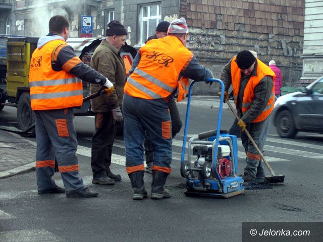 JELENIA GÓRA: Zimowe plombowanie dróg