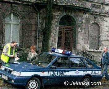 JELENIA GÓRA/ KRAJ: Policyjne polonezy do lamusa