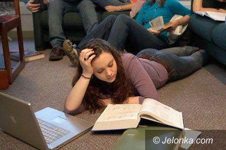 JELENIA GÓRA: Studenci kują i liczą pieniądze