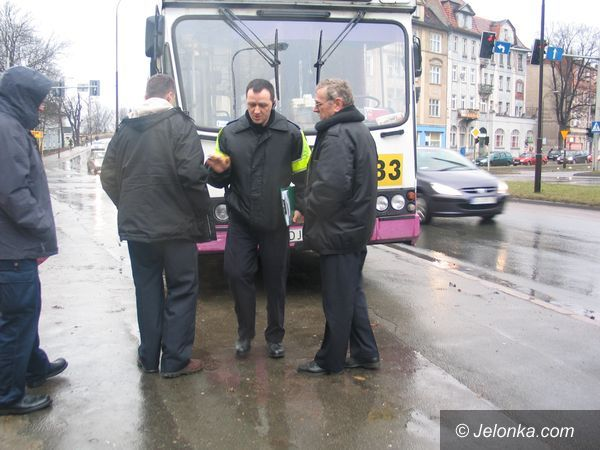 JELENIA GÓRA: Autobus miejski w tarapatach