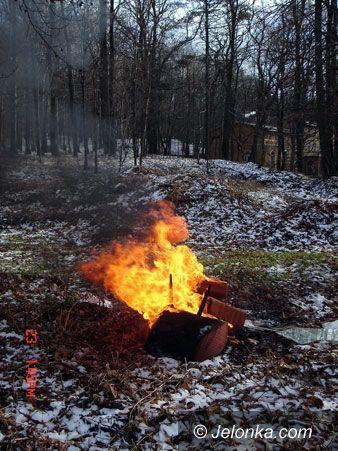 JELENIA GÓRA: Płoną meble na Wzgórzu Kościuszki