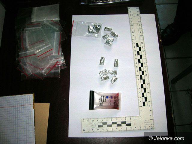 JELENIA GÓRA: Za amfetaminę pod dozorem policji