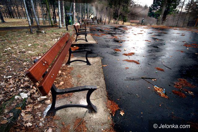 JELENIA GÓRA: Niszczyciele na Wzgórzu Kościuszki