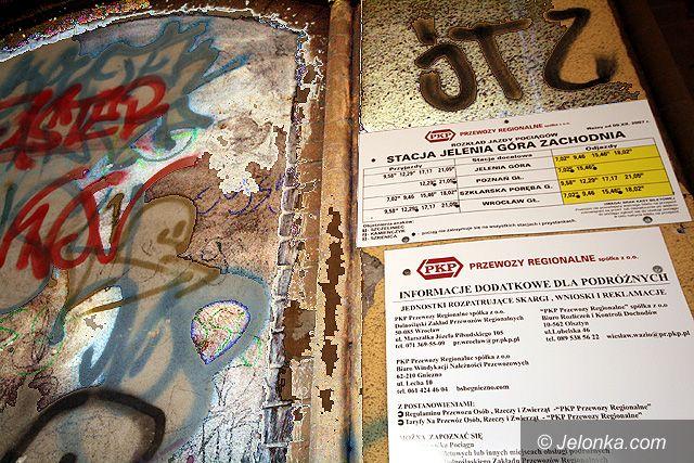 JELENIA GÓRA: Wstyd na peronach