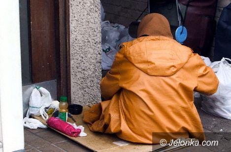 JELENIA GÓRA: Bezdomna kobieta szturmowała szpital