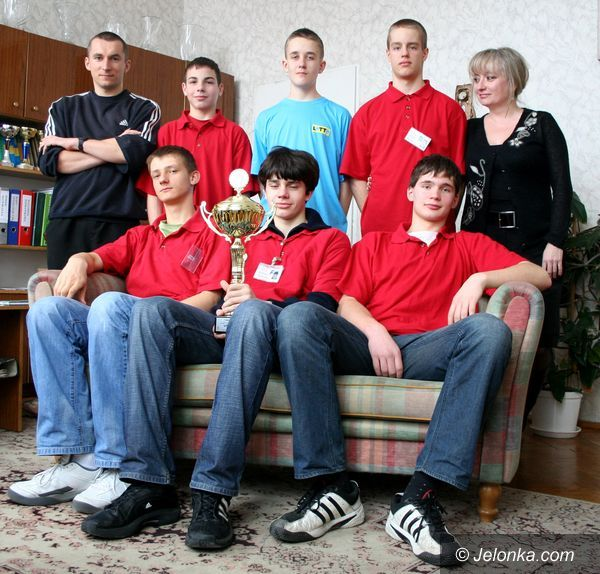 JELENIA GÓRA: Koszykarze z Gimnazjum nr 1 mistrzami Dolnego Śląska