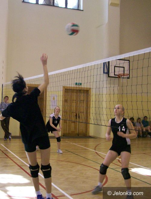 JELENIA GÓRA: Emocje w rozgrywkach siatkówki dziewcząt