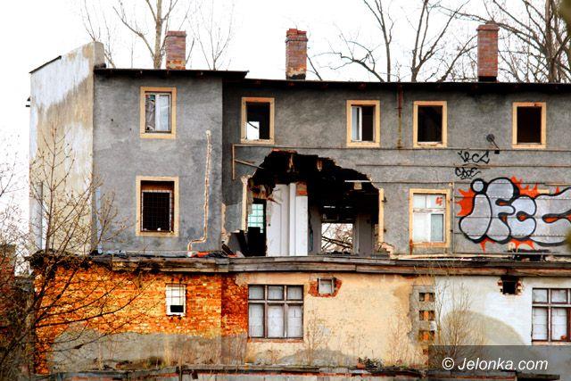 JELENIA GÓRA: Krajobraz jak po wybuchu