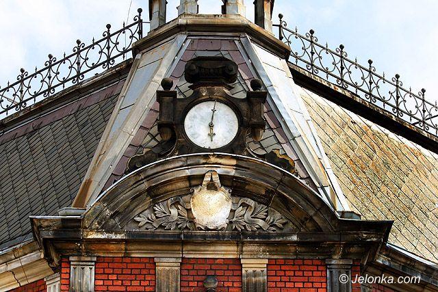 JELENIA GÓRA: Cesarska poczta na placu Piastowskim