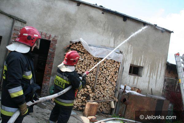 JELENIA GÓRA: Płonął dom po starym młynie