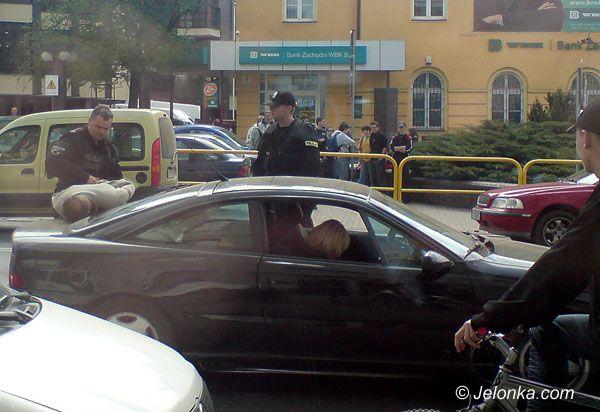 JELENIA GÓRA: Pijany kierowca zatrzymany na Bankowej