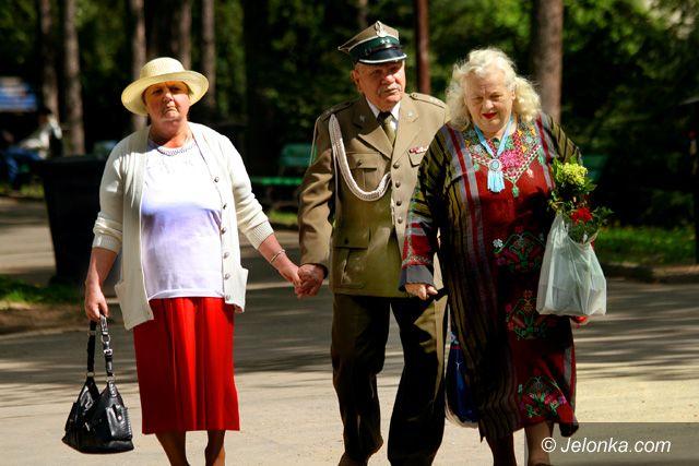 JELENIA GÓRA: Oddali hołd zwycięzcom II wojny światowej