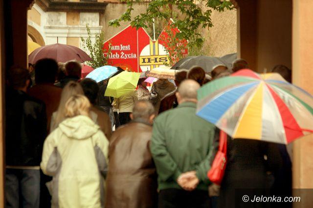 JELENIA GÓRA: W deszczu manifestowali wiarę