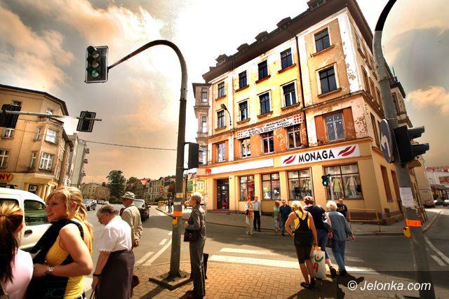 JELENIA GÓRA: Nowe oblicze gmachu przy placu Niepodległości