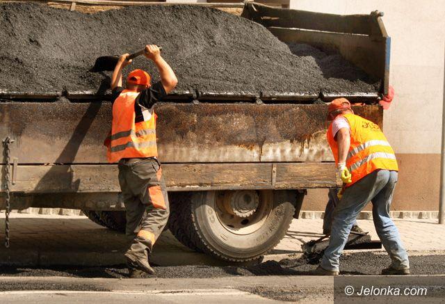 JELENIA GÓRA: Ścisk na drodze przez remont nawierzchni