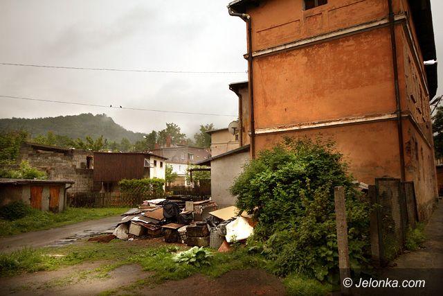 JELENIA GÓRA: Marazm pod Chojnikiem