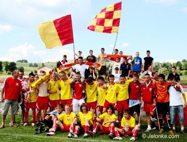 JELENIA GÓRA/KRAJ: Ponad 200 futbolistów gra za granicą, w tym, jeden jeleniogórzanin