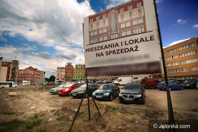 JELENIA GÓRA: Szklane dachy blisko placu Wyszyńskiego