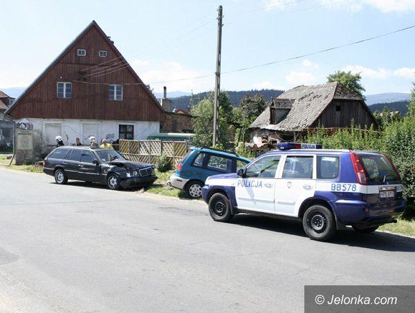 Region Jeleniogórski: Mitsubishi rozbity, bo Niemka się zagapiła