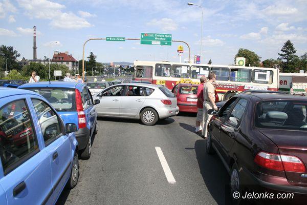 JELENIA GÓRA: Wyciek gazu na stacji paliw – paraliż na drogach