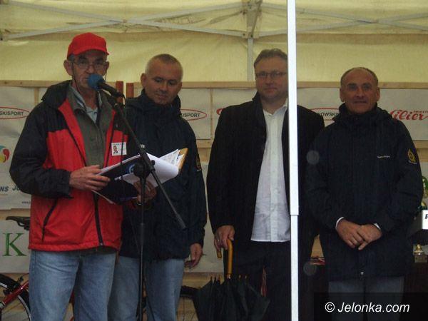 KOWARY: Mimo kiepskiej pogody udane zawody kolarskie w Kowarach