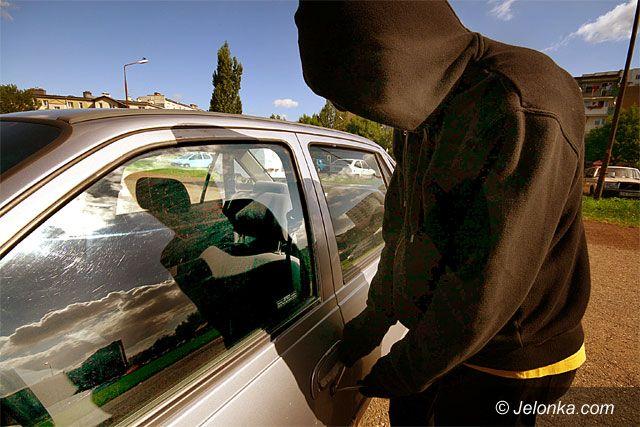 JELENIA GÓRA: W tłumie kradną auta