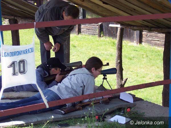 JELENIA GÓRA: Równi równiejsi w szkolnych zawodach strzeleckich