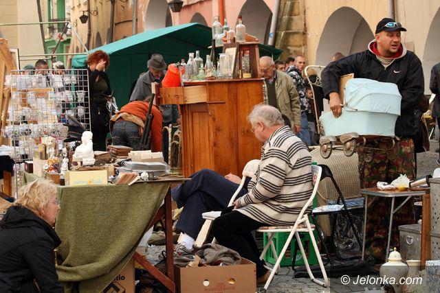 JELENIA GÓRA: Osobliwy świat staroci w rynku