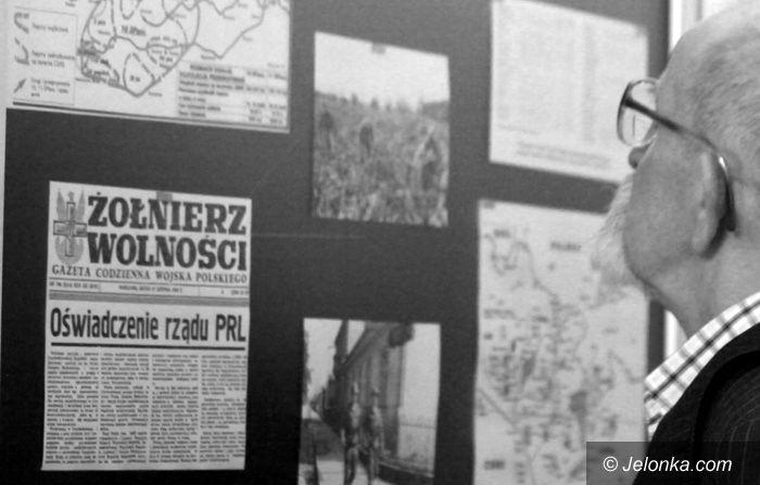 JELENIA GÓRA: Czesi cieszą się z wolności, Lenin z grobu nie wstanie