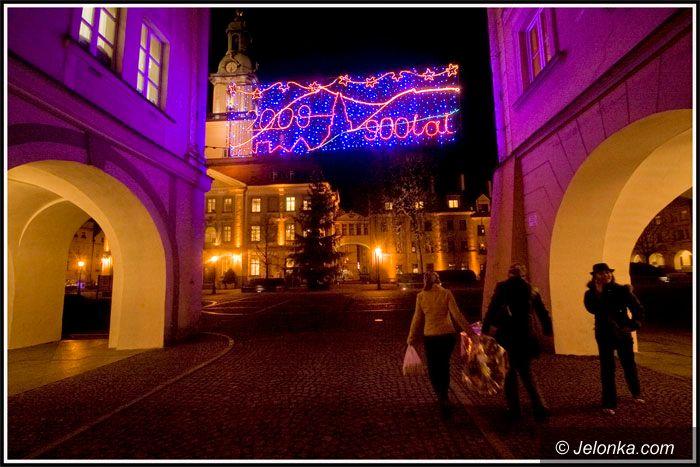 JELENIA GÓRA: Świąteczny blask w ciemnościach