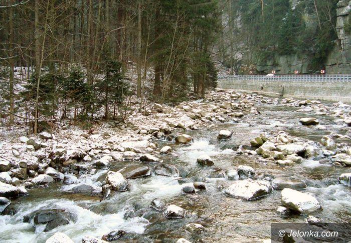 JELENIA GÓRA, REGION: W górach zimno, mglisto i niebezpiecznie