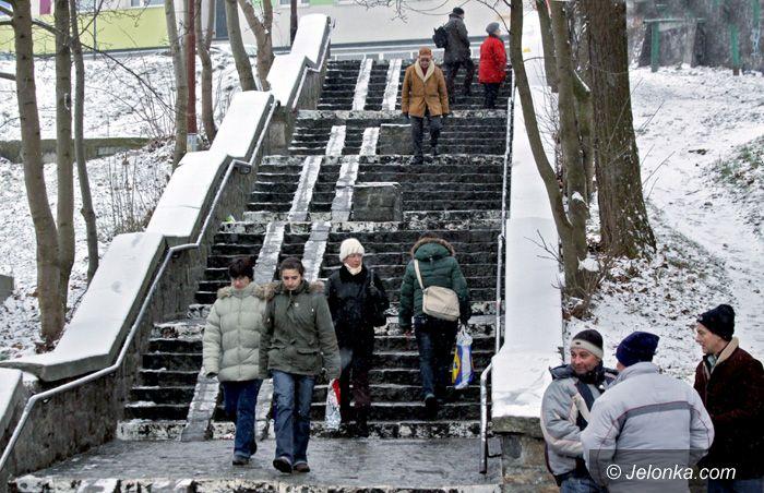 JELENIA GÓRA: Chodniki jak lodowiska