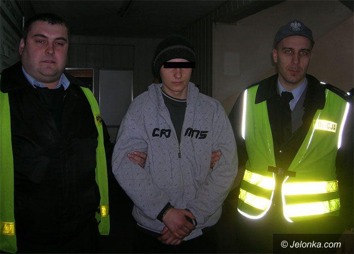 JELENIA GÓRA: Po szybkiej akcji przestępca w kajdanach