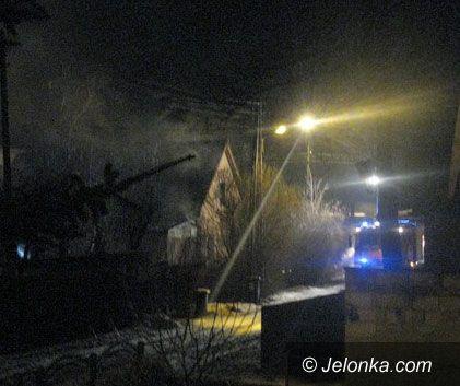 JELENIA GÓRA: Paliło się w Sobieszowie – jedna osoba w szpitalu