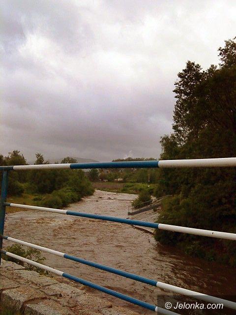 JELENIA GÓRA/ REGION: Maj żegna rzęsistym deszczem