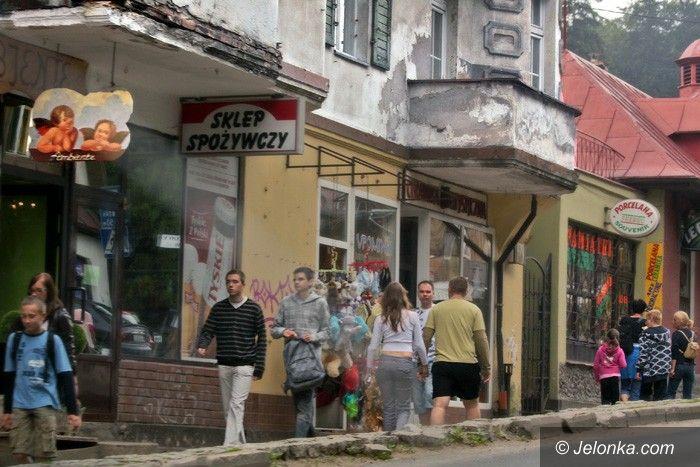 JELENIA GÓRA: Kurort się sypie na oczach turystów