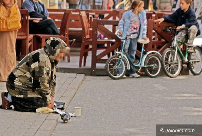 JELENIA GÓRA: Cygańscy żebracy nie chcą pomocy
